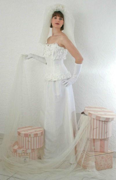 Beispiel: Brautkleid, Foto: Couture Studio.