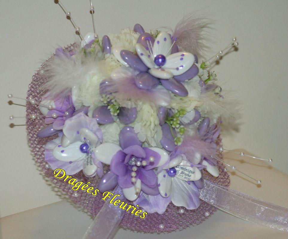 Dragées Fleuries bouquet de mariée original  avec des dragées personnalisées.