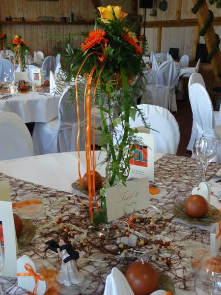 Beispiel: Tischdekoration, Foto: Blumenhaus D. Schulz.