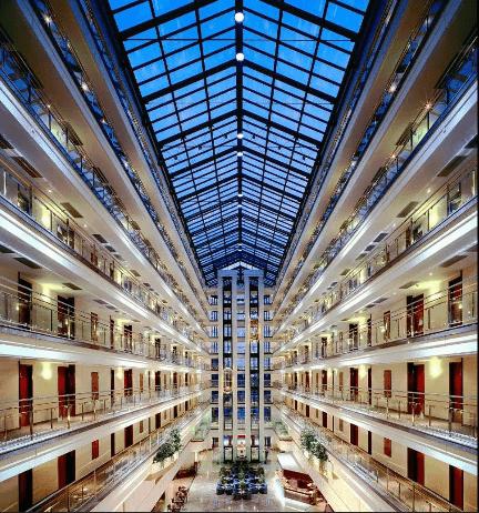 Beispiel: Innenhalle, Foto: Maritim Hotel Magdeburg.