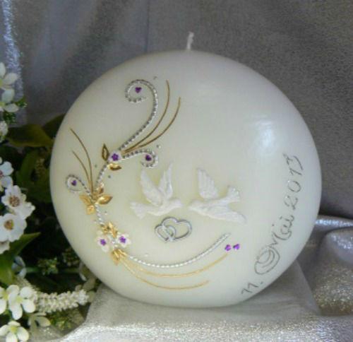 Beispiel: Außergewöhnliche Hochzeitskerze, Foto: Kerzenatelier Zbinden.