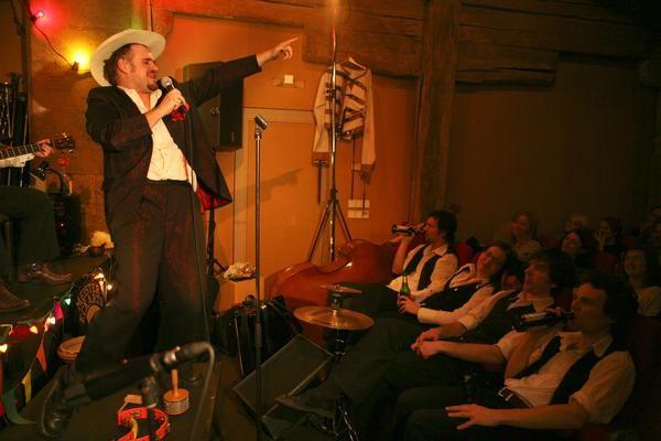 Beispiel: Auftritt, Foto: A Glezele Vayn.