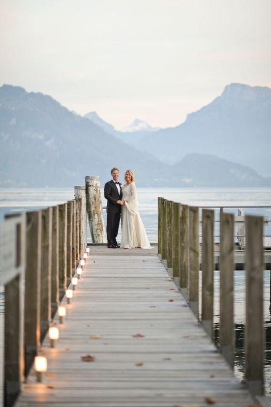 Hochzeitspaar auf Bootssteg, Foto: Park Weggis.