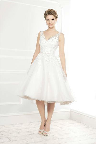 Beispiel: Kurzes Brautkleid, Foto: Mery's Couture Bern.
