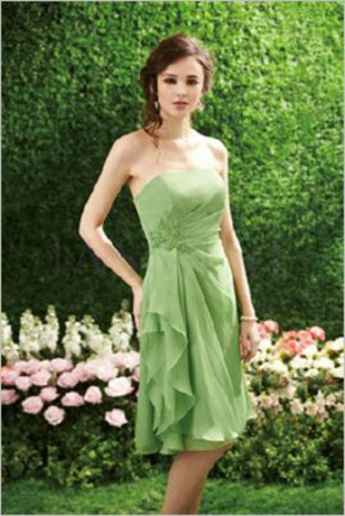 Beispiel: Grünes Abendkleid, Foto: Casanova Braut- und Abendmode.