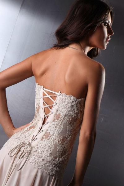 Romantische Details im Design Foto: Abendkleidung Nienburg