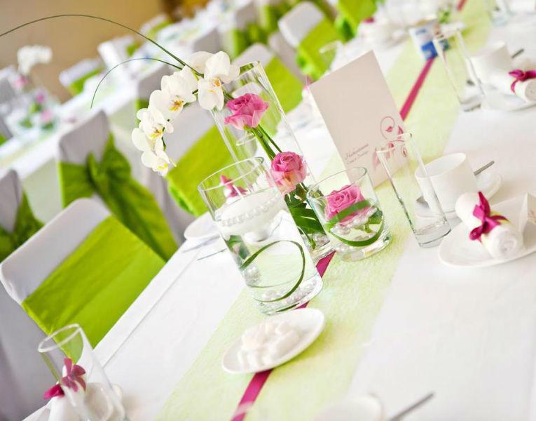 Beispiel: Hochzeitsdekoration in frischen Frühlingsfarben, Foto: Deko & Design.