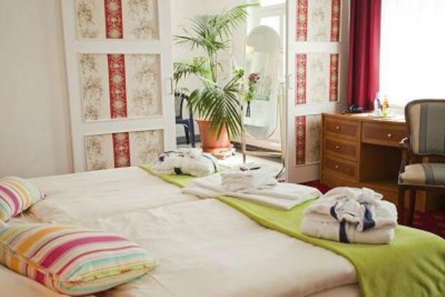 Beispiel: Hochzeitszimmer, Foto: Hotel Villa Loschwitz.