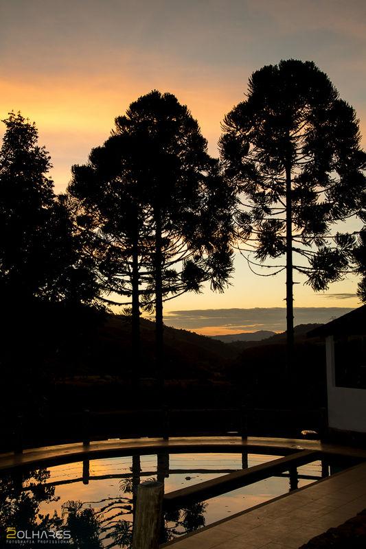 Piscina ao pôr  do sol