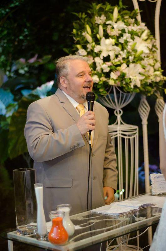 Roberto Kisz - Celebrante Social