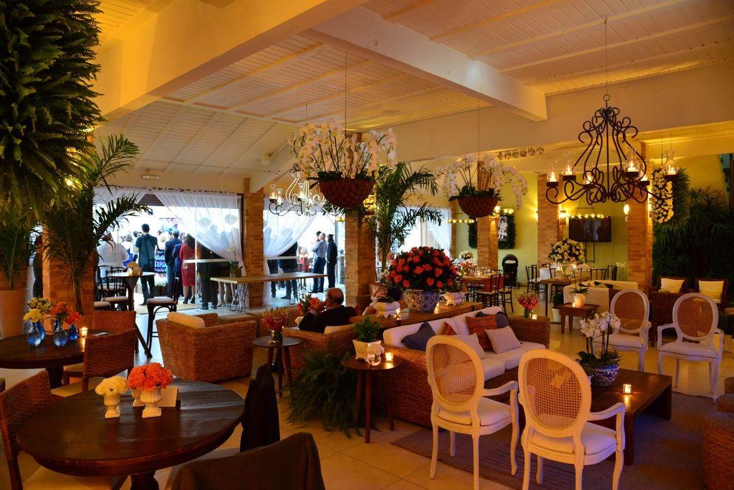 O salão do Pier 151 permite inúmeras configurações para abrigar a sua festa.