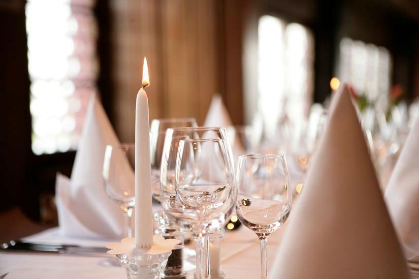 Beispiel: Eingedeckter Tisch, Foto: Wasserschloss Hagenwil.