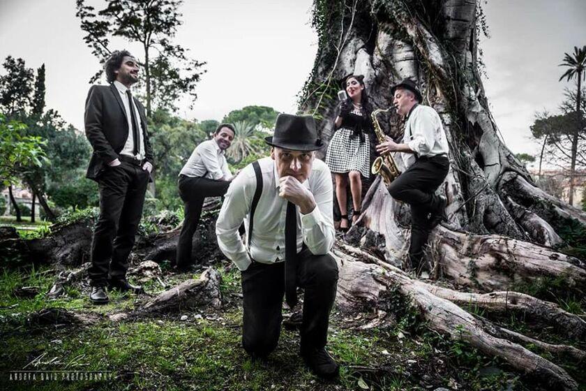 LunaNova Vintage Band