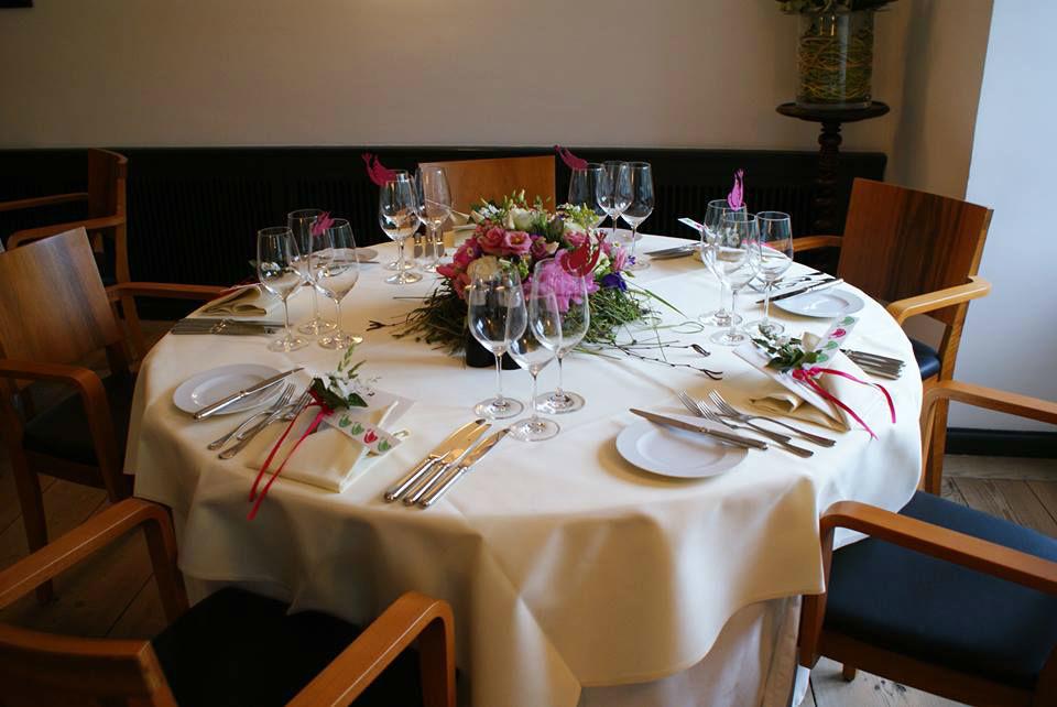 Beispiel: Hochzeitsgedeck, Foto: Gasthof Hirschen.