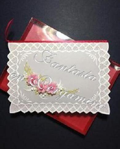 Las flores en pergamino siempre serán un bonito accesorio decorativo para cualquier ocasión.