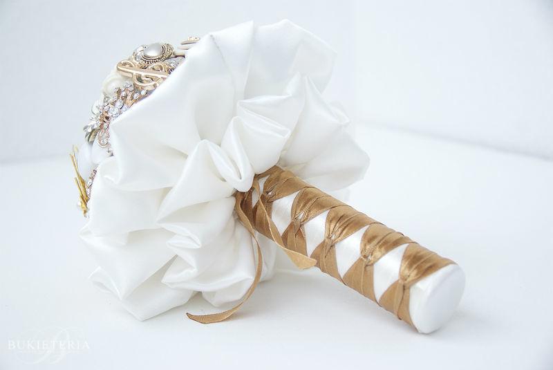Bukiety ślubne z broszek - Bukieteria