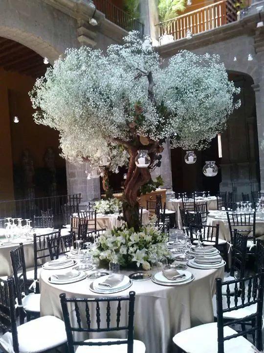 Esencia floral centro de mesa evento san hipolito