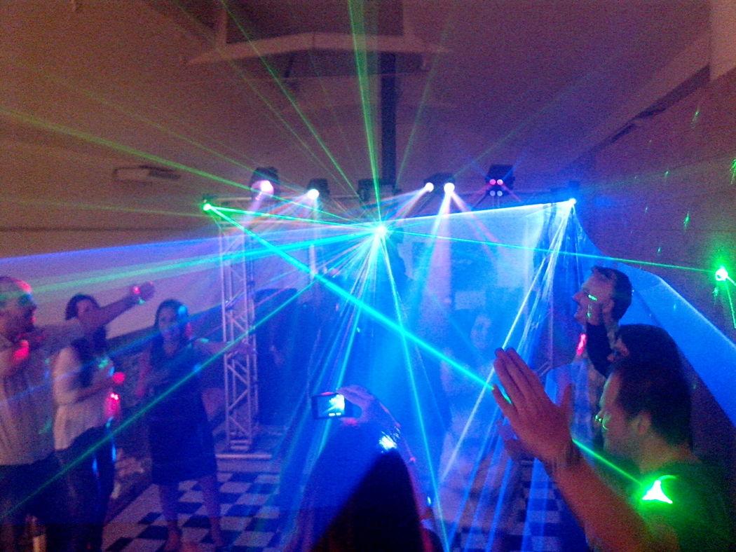 Dueventi Eventos e Locações - DJ, Som, Iluminação e Imagem