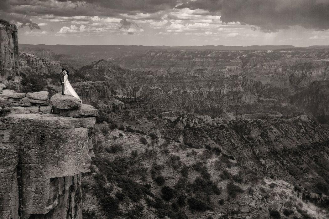 Fotografía de Bodas, Trash The Dress, Piedra Volada, Las Barrancas del Cobre   Alex mendoza, Chihuahua
