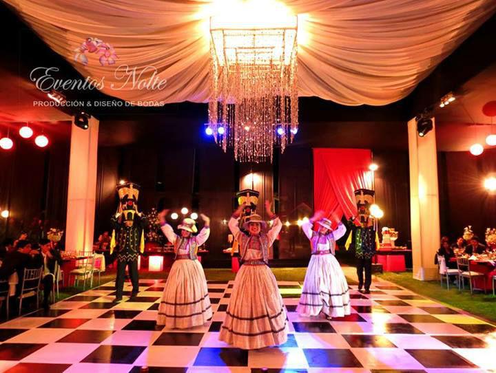 Show de danzas tipicas- exihibición durante la cena.
