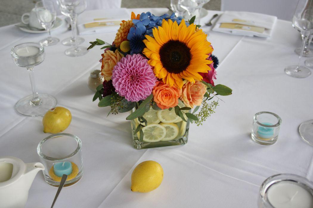 Summer Wedding Colour Palette mit Zitronen in Anlehnung der spanischen Herkunft der Braut Foto: Calla Décoration