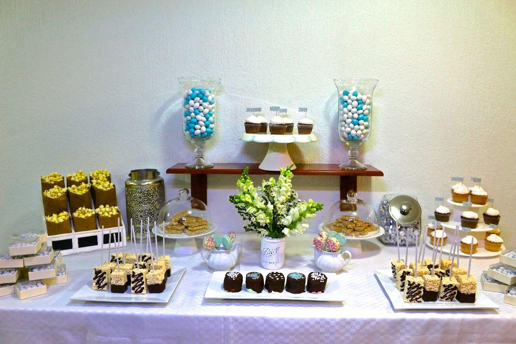 Tenemos diversos dulces, postres y botanas saladas. ¿Tienen alguna petición especial? No duden en hacérnoslo saber.