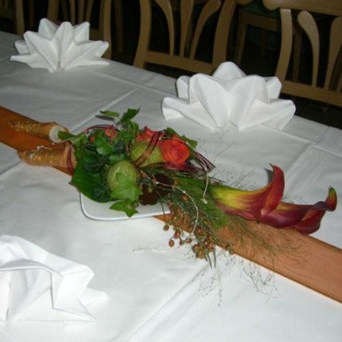 Beispiel: Festlicher Blumenschmuck, Foto: Blumen Beilner.