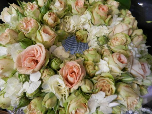 Beispiel: Blumenschmuck für das Auto, Foto: Die Blumenbinderin.