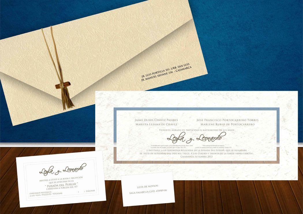 Invitacion contraplacada con detalles granulados en gris y sobre de material ecologico atado con un lazo estilo vintage