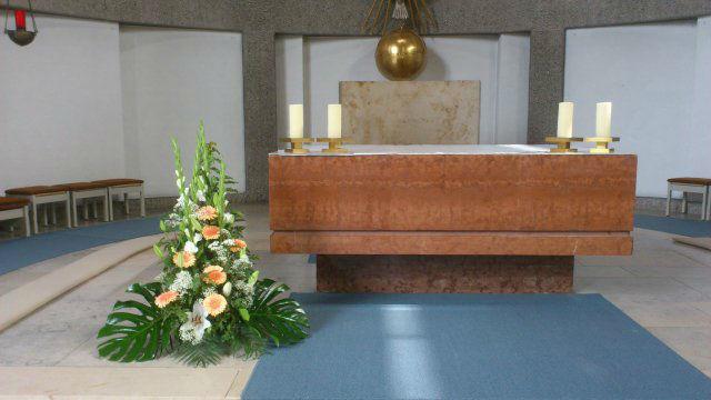 Beispiel: Schmuck für den Altar, Foto: Die Blume.