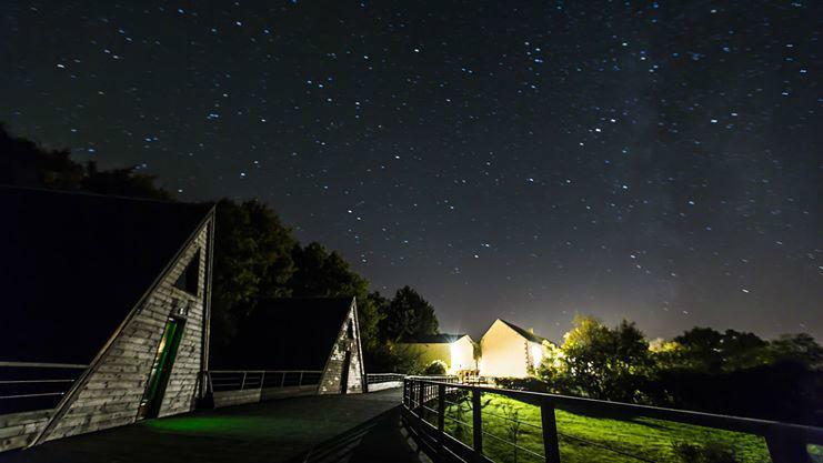 Terrasse des lodges (nocturne))