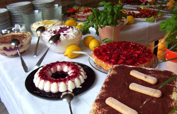 Beispiel: Torten und Süßspeisen, Foto: 1. Italienischer Partyservice.