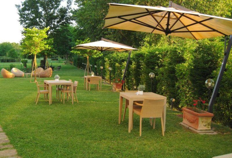 Il giardino privato di oltre 5000 mq dell'Hotel Certaldo a Certaldo (Toscana)