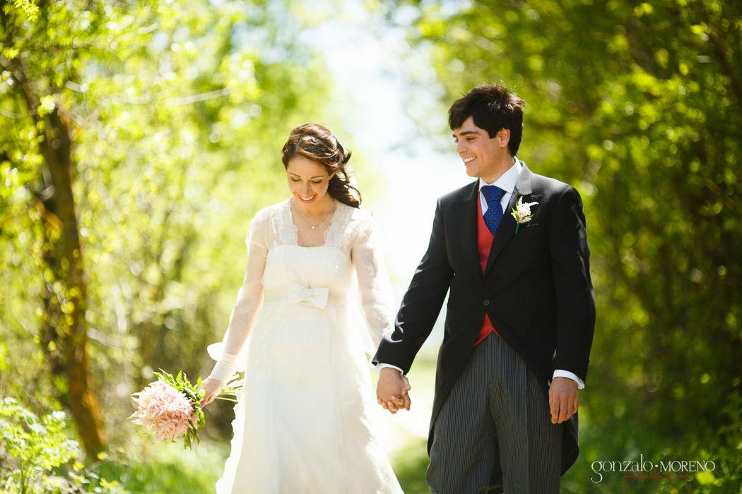 Irradiando felicidad en el día de su boda.