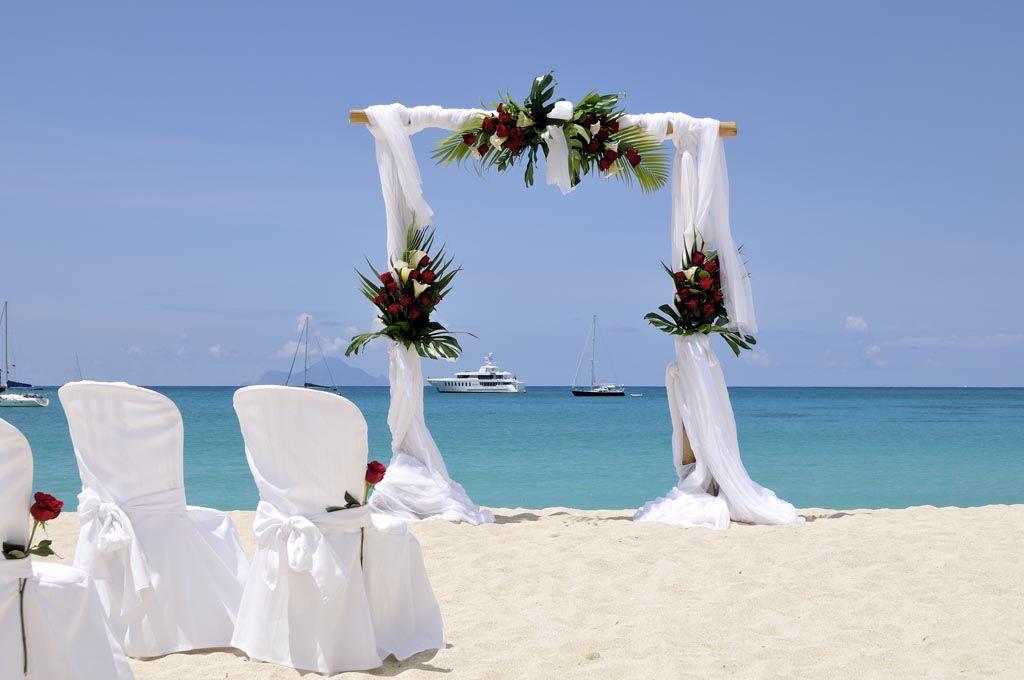 un mariage sur la plage  réalisé par www.fee-des-caraibes.com