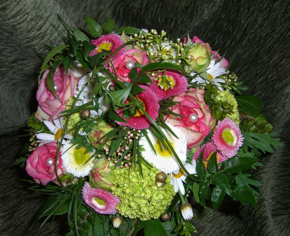 Beispiel: Der perfekte Strauß für Ihre Hochzeit, Foto: Blumen Loos.