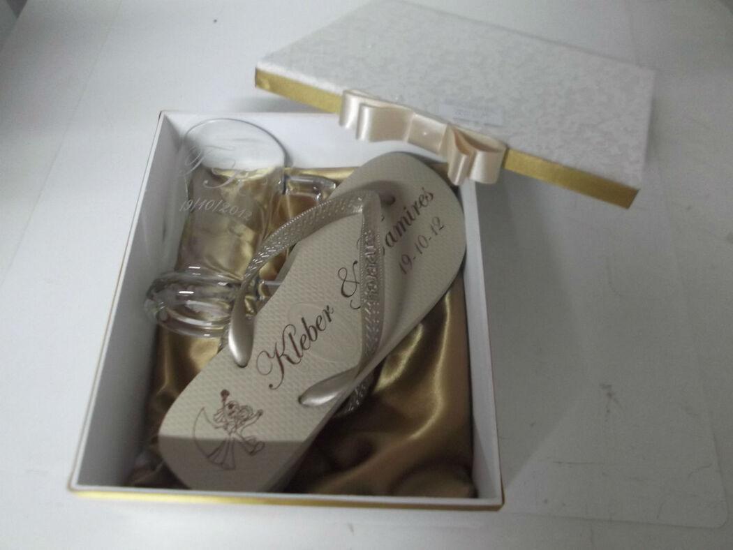 caixa com sandália para as Madrinhas.