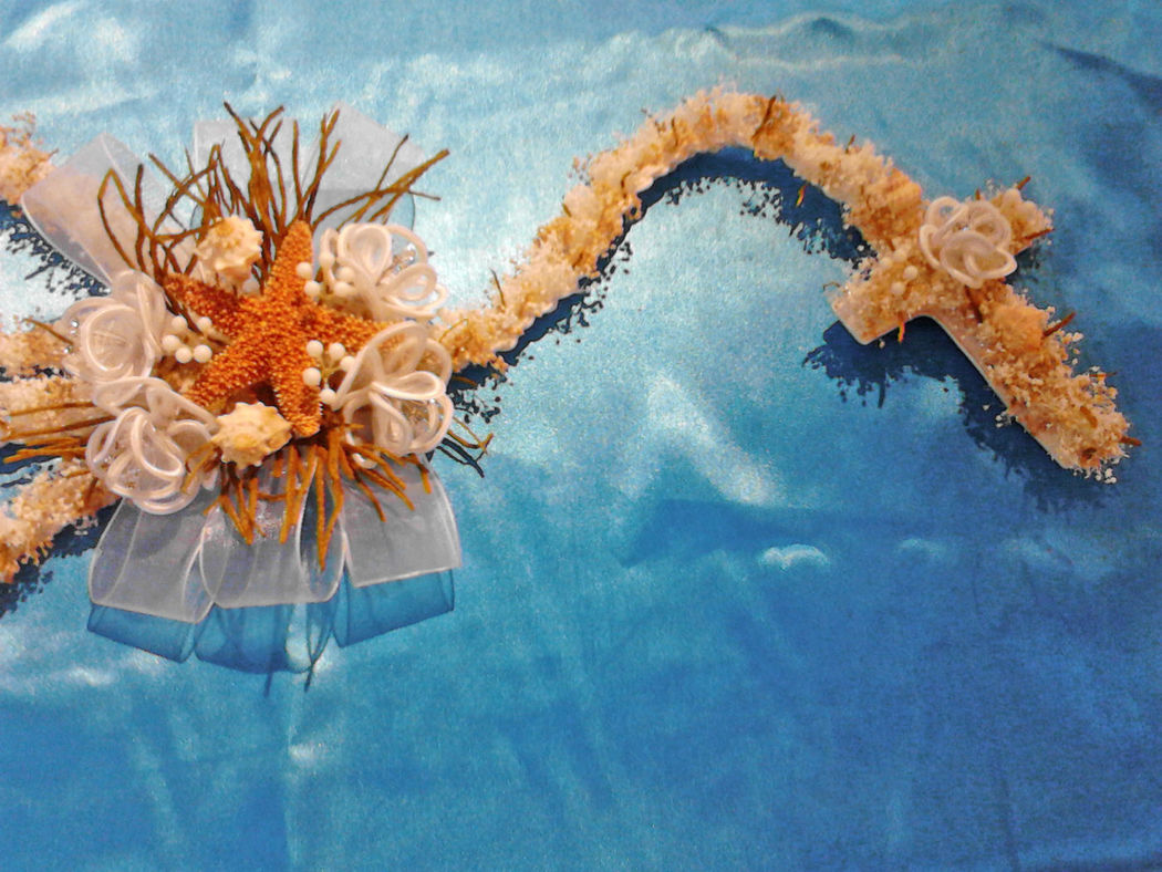 Lazo confeccionado con follaje natural y detalles marinos