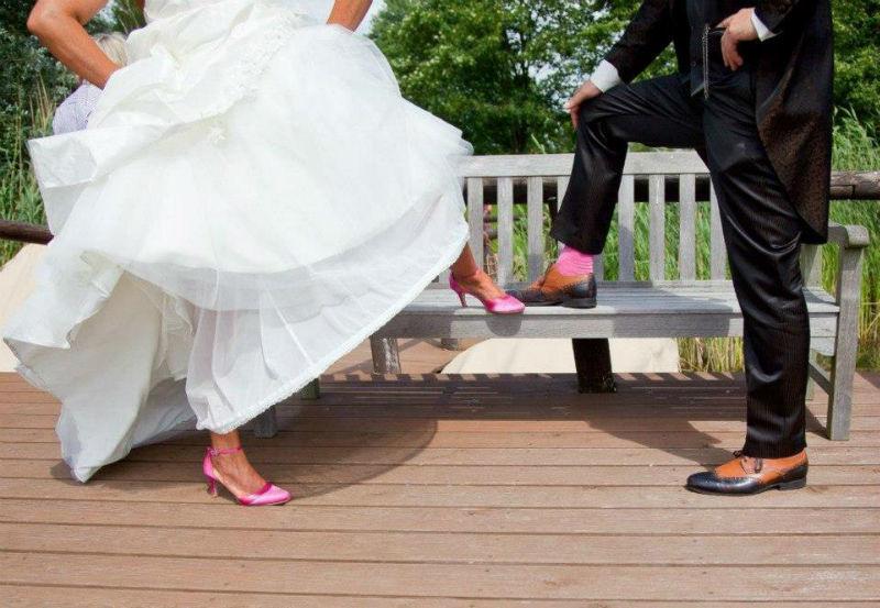 Beispiel: Schuhe für Braut und Bräutigam, Foto: Elsa Coloured Shoes.
