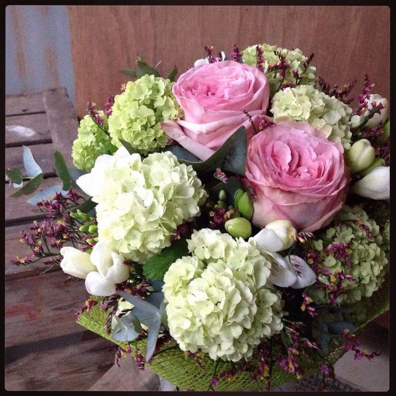 Ram de flors variat.  Romàntic. Per les mares.