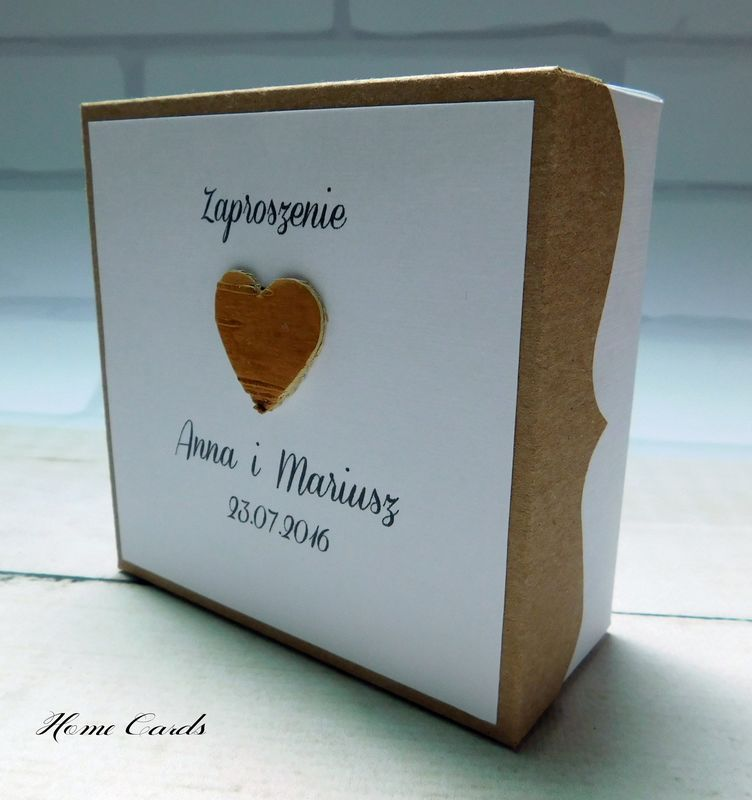 Zaproszenia w formie pudełka w stylu rustykalnym.