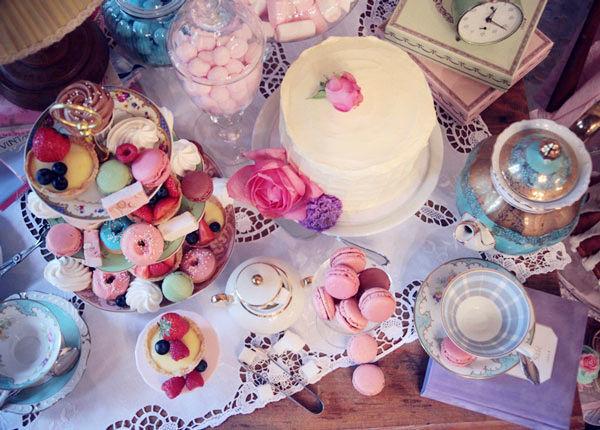 Beispiel: Süßigkeiten-Etagere und Minicake, Foto: Zuckermonarchie.