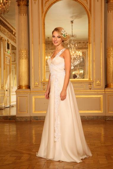 Beaumenay Joannet paris - Robe de mariée dos nu fluide et guipure fleurie