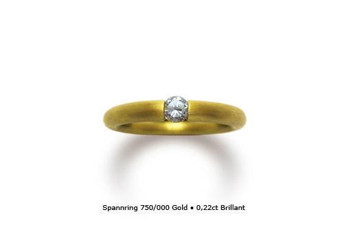 Beispiel: Goldener Verlobungsring mit Brilliant, Foto: Panzerknacker Goldschmiede.