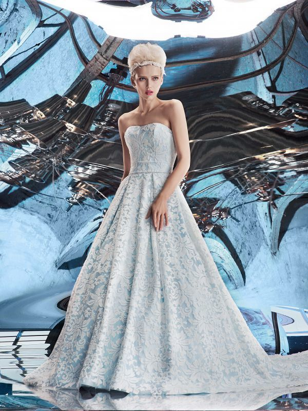 Невероятное платье А-силуэта выполненное из нежно-голубого атласа с декором по всему платью от Helen Miller