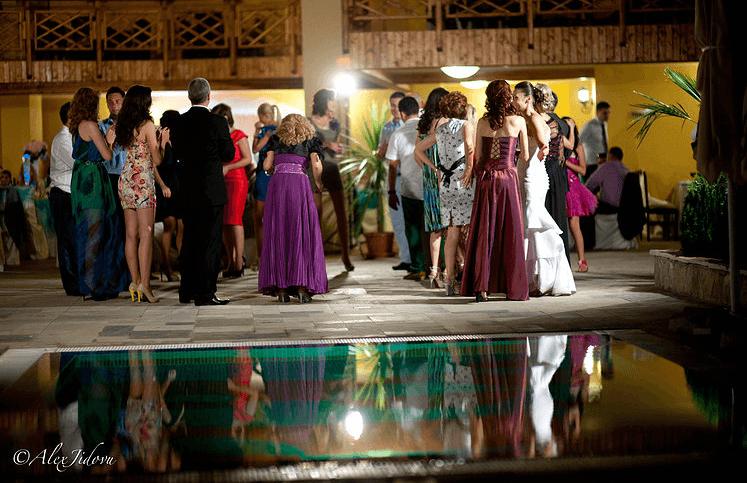 Beispiel: Fotos von der Hochzeitsfeier, Foto: Alex Jidovu.