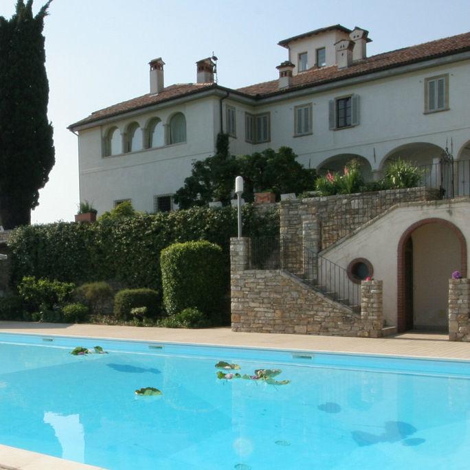 Area piscina al Castello degli Angeli
