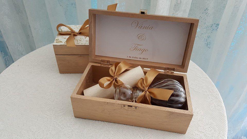 Caixa convite Padrinhos, no inteior: Licoreira com Licor de chocolate + Convite enrolado
