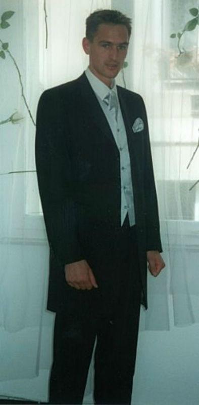 Beispiel: Hochzeitsanzug, Foto: A. Gerstl Design.