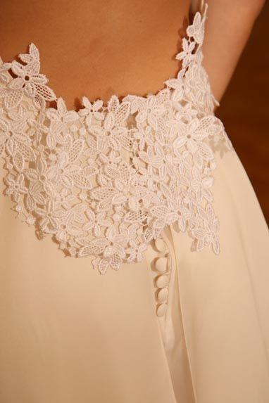 Beaumenay Joannet Paris - Robe de mariée détails du dos nu et délicats boutons